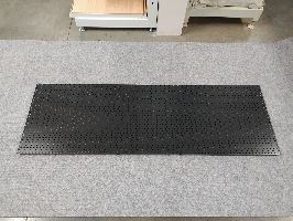Zadní panel děrovaný tvar